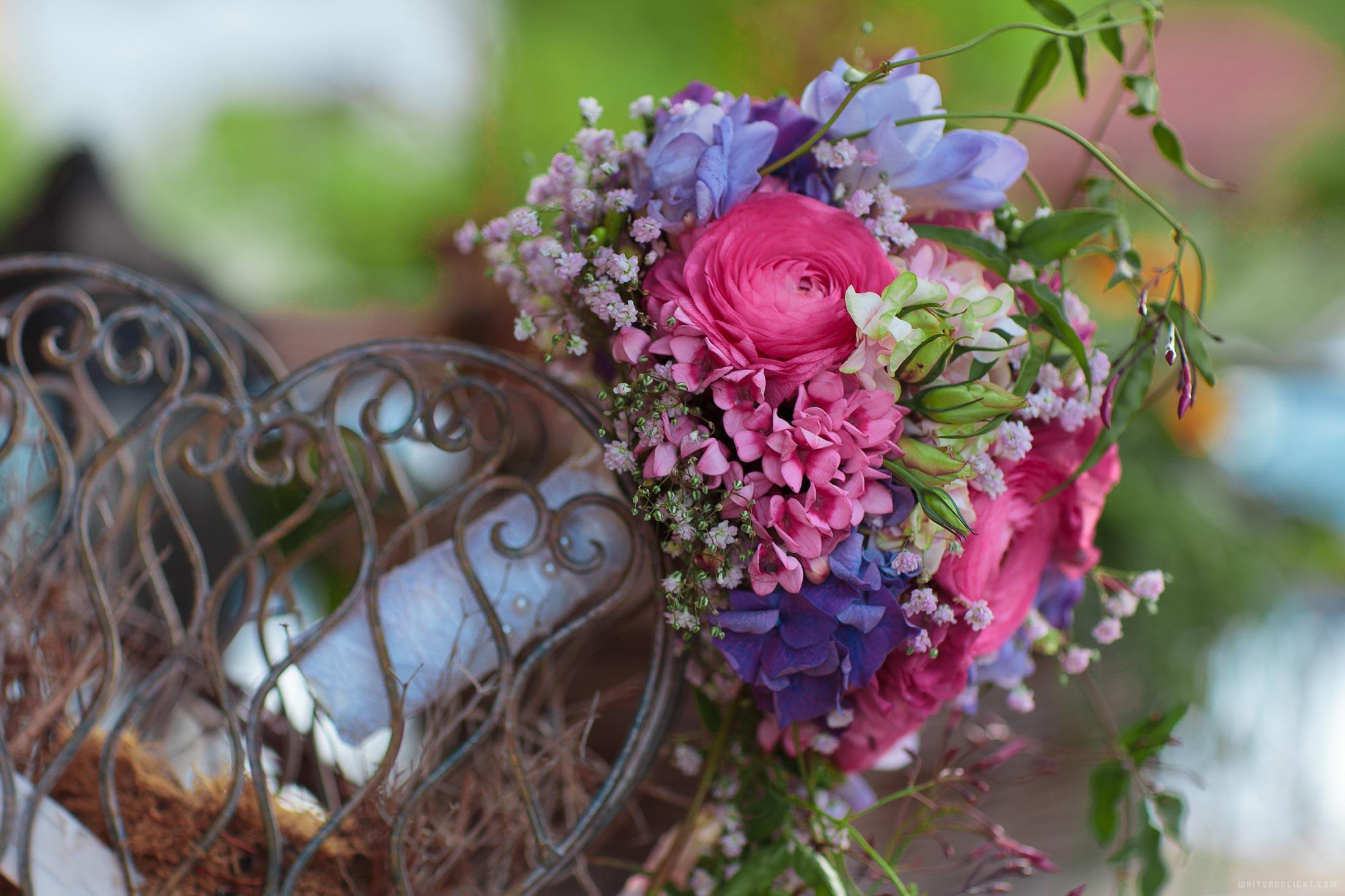 свадебный букет красно-синий