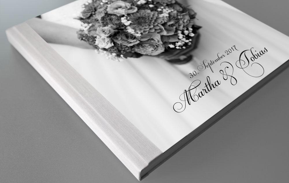 Personalisiertes Fotobuch mit Leinen-Fotocover – Hochzeitsfotograf in München